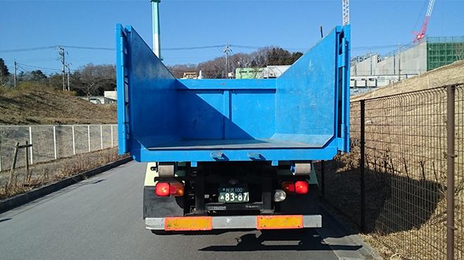 4tトラック(後ろ)