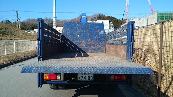2tトラック(後ろ)